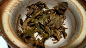 猿島紅茶の和紅茶、お湯を入れた茶葉が開いた状態