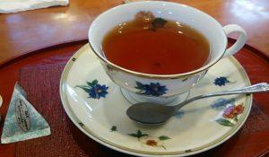 カップに入れた和紅茶の八女紅茶