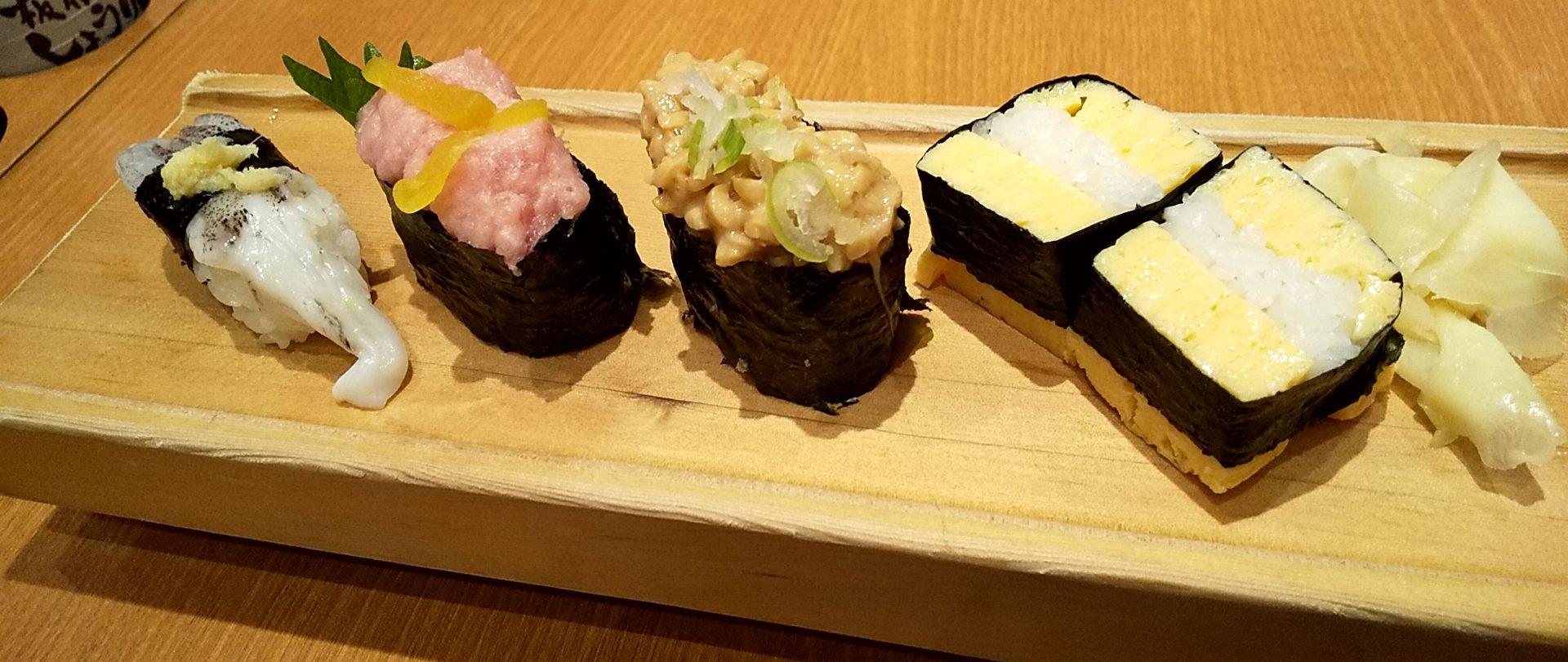 板前寿司イカゲソ・とろたく軍艦・納豆軍艦・卵焼き