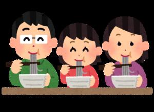 ご飯を食べる家族