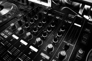 スタジオのミキサー画像