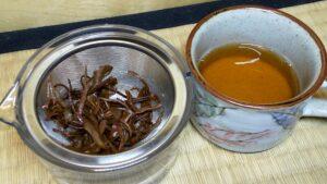 紅茶を出したお茶と茶葉の様子