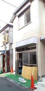 近江屋豆腐店の入り口