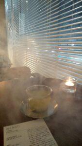お茶とシーシャの煙でもくもく